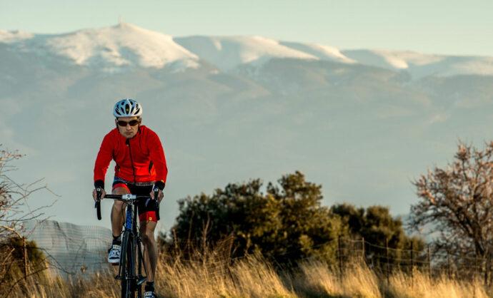 Cycliste au pied du Ventoux